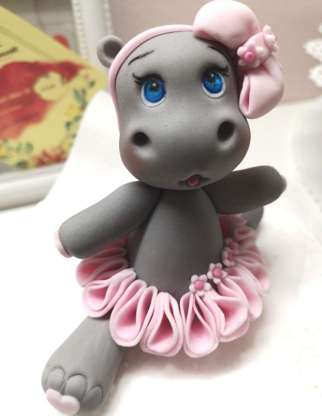 Pin By Jessica Luans On Biscuit Fondant Animals Polymer Clay Sculptures Fondant Cake Toppers