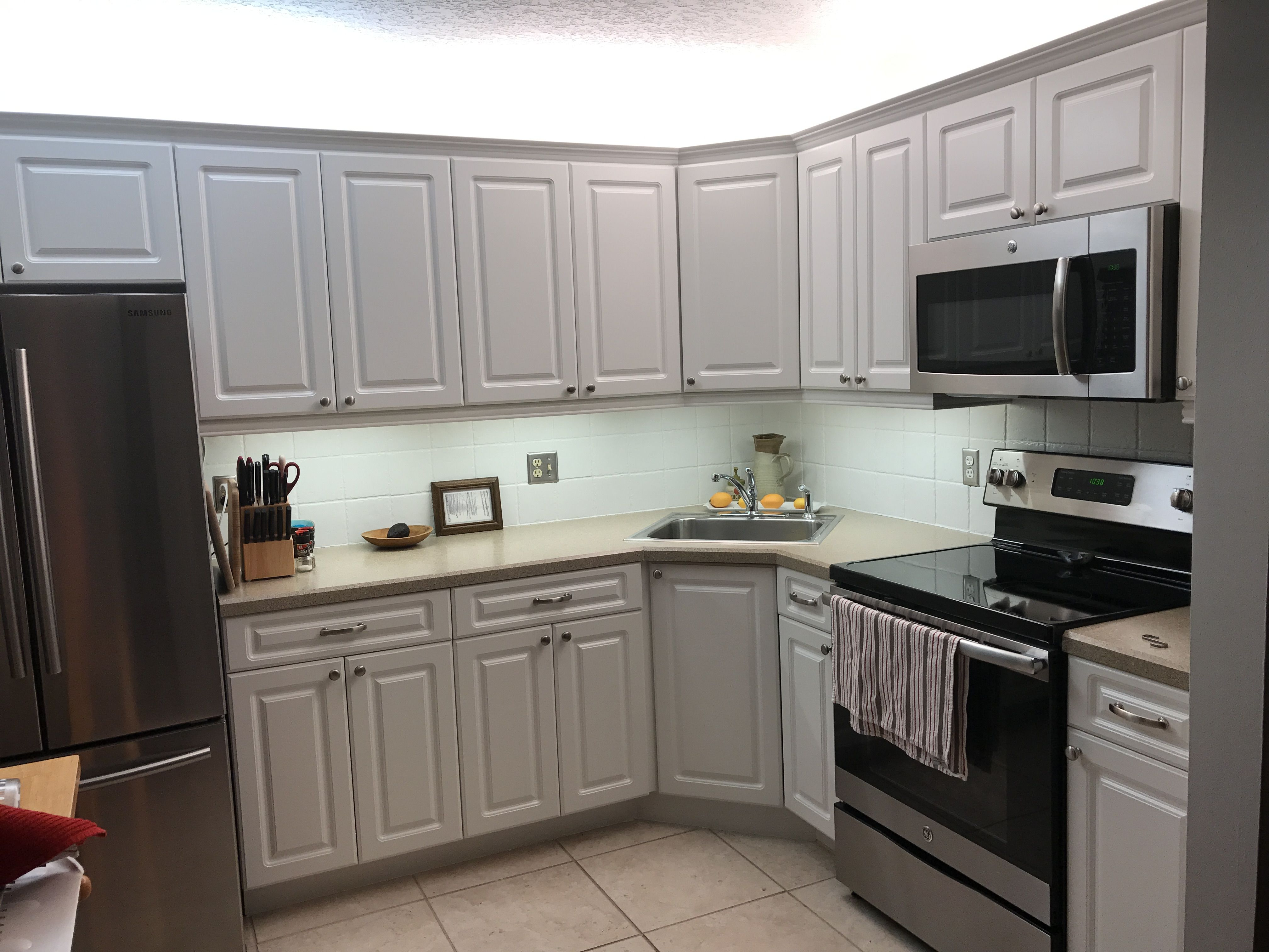 Thermofoil bathroom vanities - I Hated My Thermofoil Cabinets That Were About 8 Years Old Hired A Painter