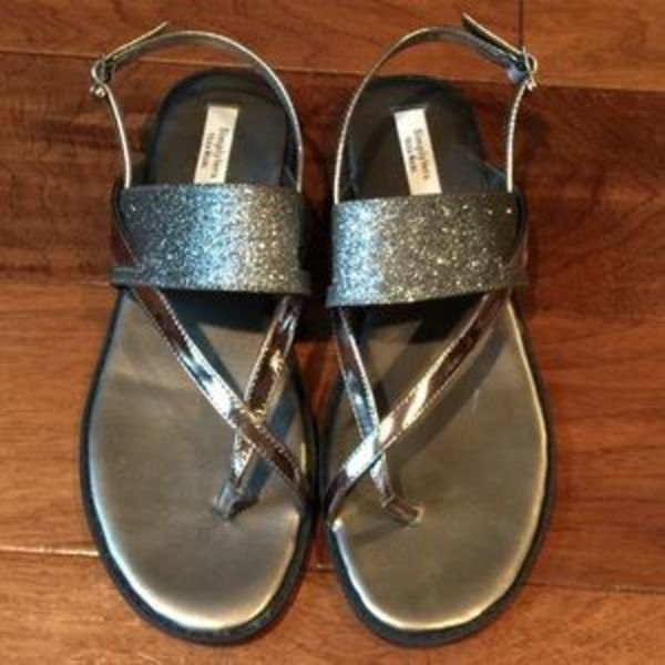 Where can I buy these Simply Vera Wang sandals in size 8? on with.love