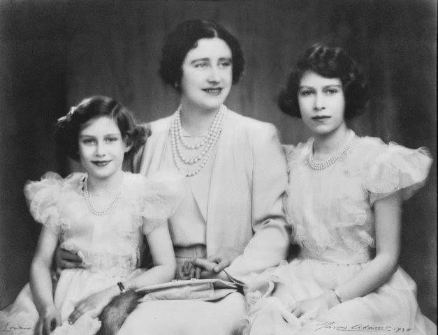 Queen Mother Princess Elizabeth Princess Margaret 1939 Reina Isabel Reina Madre Princesa Elizabeth