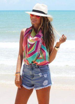 thassia naves ensina a usar lenco como blusa para looks de praia com short  jeans óculos redondo espelhado e chapeu floppy de panha 4987c8d6aad