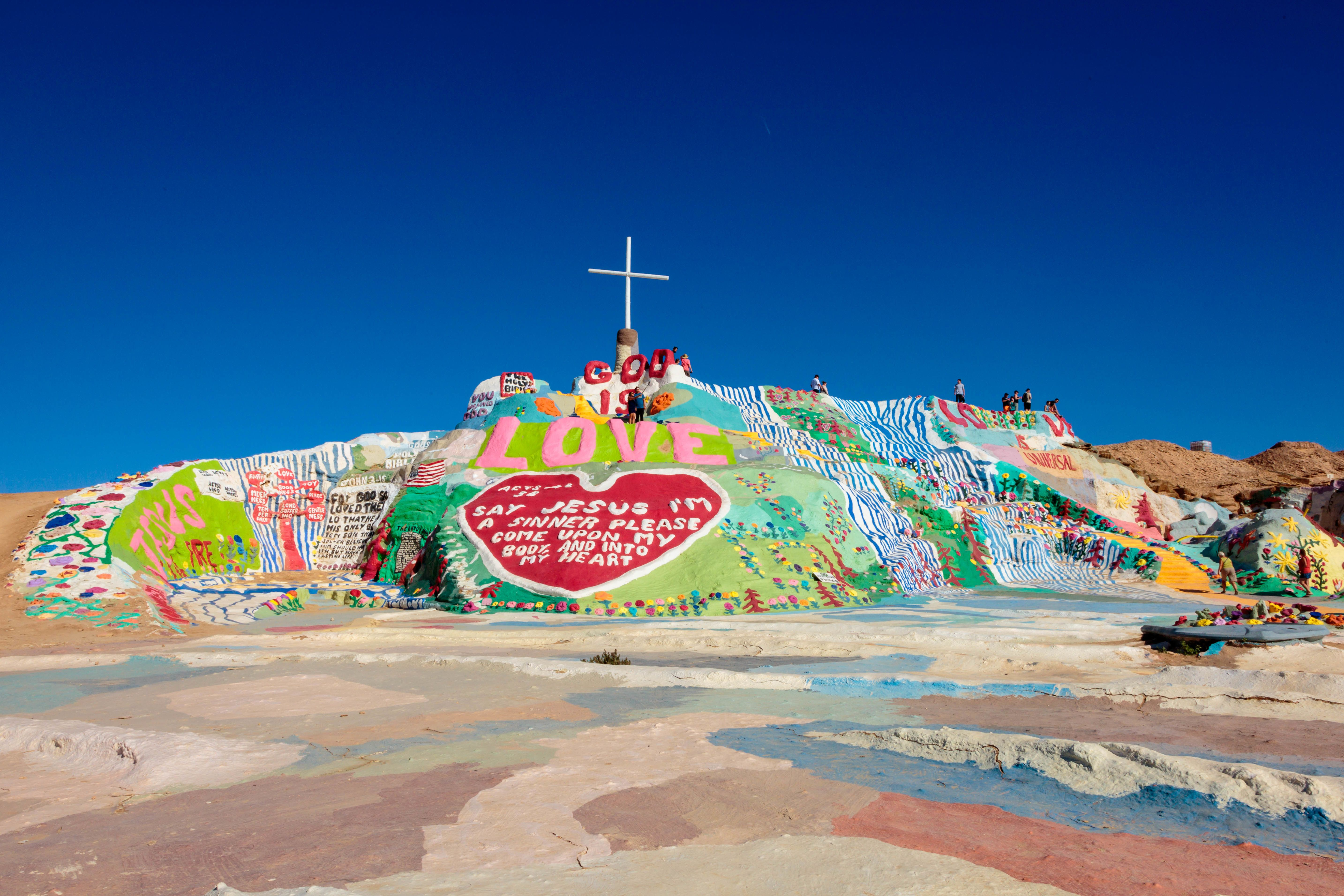 The 30 Weirdest Roadside Attractions Right Here In The Good Ole Us Of A Roadside Attractions Slab City Salvation Mountain
