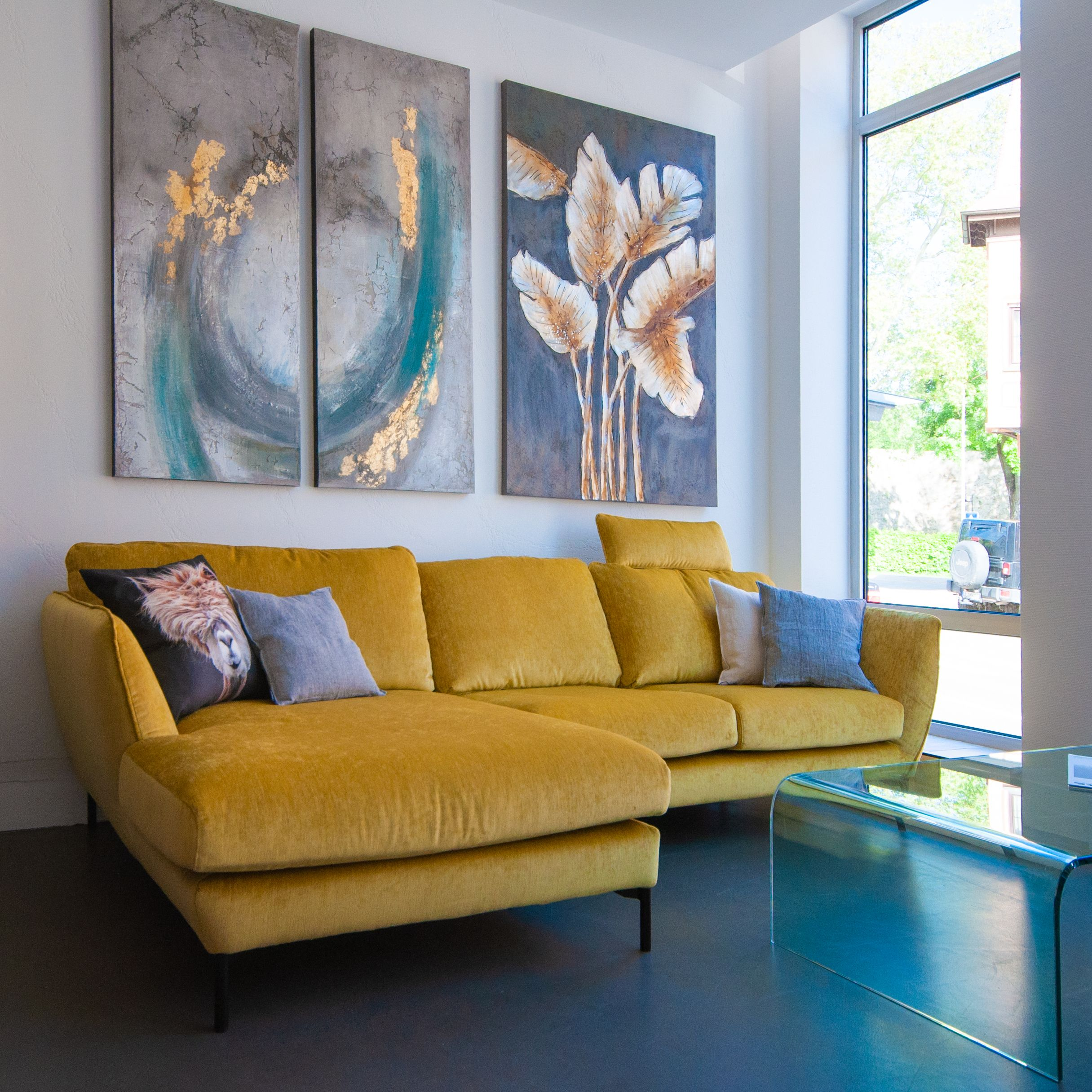 Gelbes Sofa Gelbes Wohnzimmer Gelbe Couch Gemutliches Wohnen