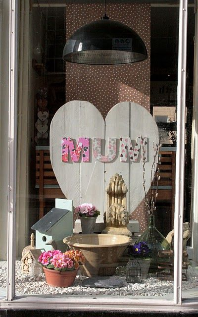 Mother S Day Window Display Boutique Window Displays Window