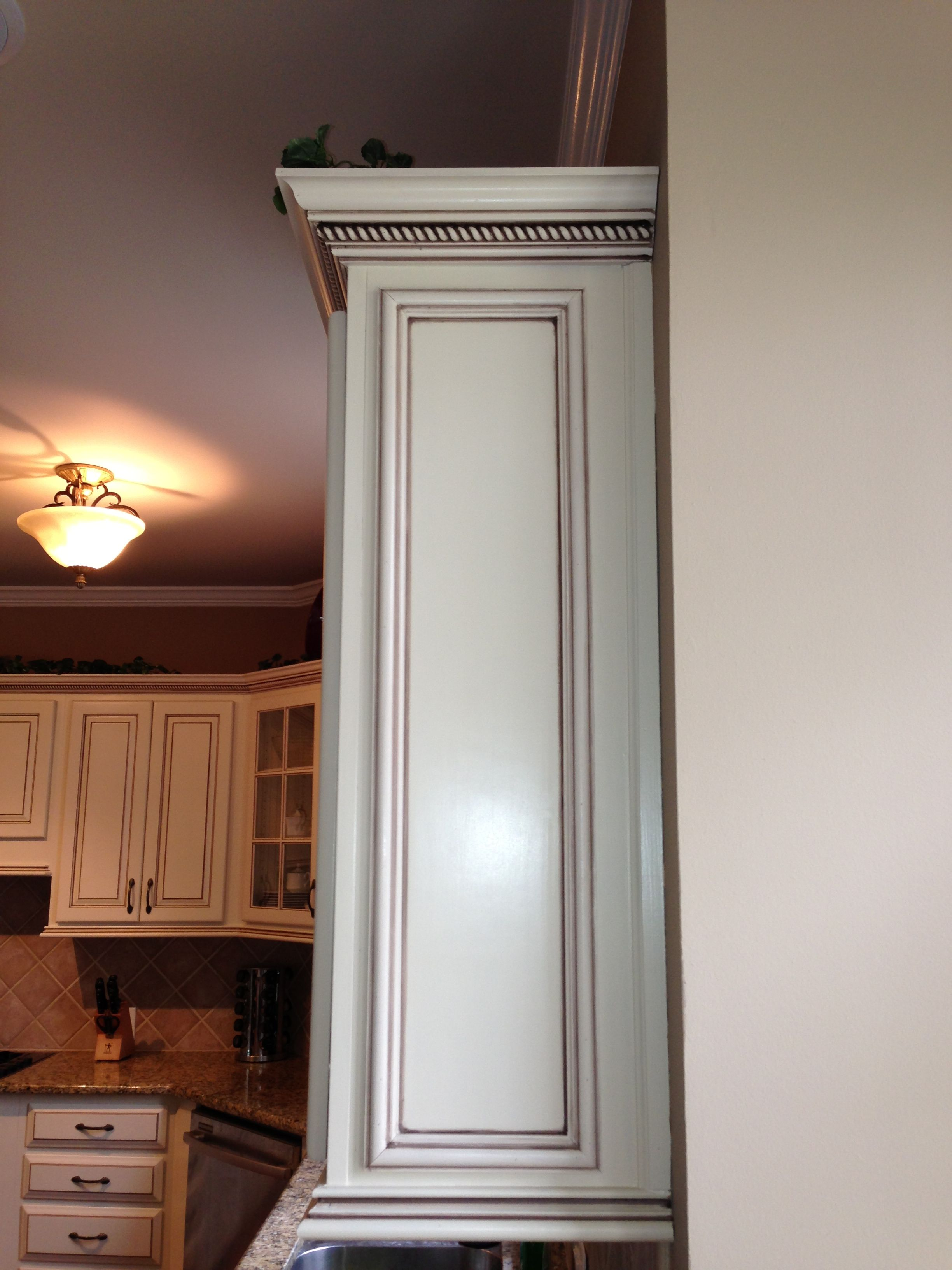 Java light rail molding cabinets com - Painting Oak Cabinets Antique White Glaze And Rope Crown Moulding At The Top Java Brown Pen Glaze Faux To Finish