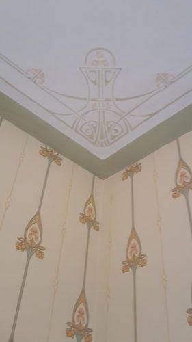 Maison l'Art Nouveau verkoopt Duro Jugendstil behang passend bij bestaand groen plafrond
