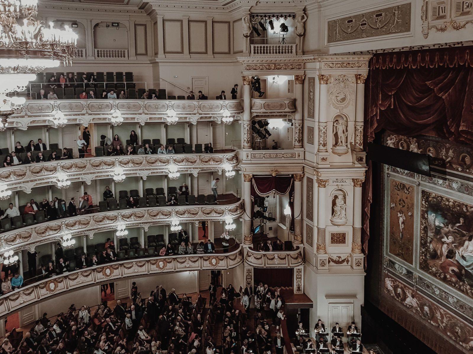 Semperoper Dresden Fuhrung Oper Mit Tipps Fur Gute Platze Dresden Photography Scenes