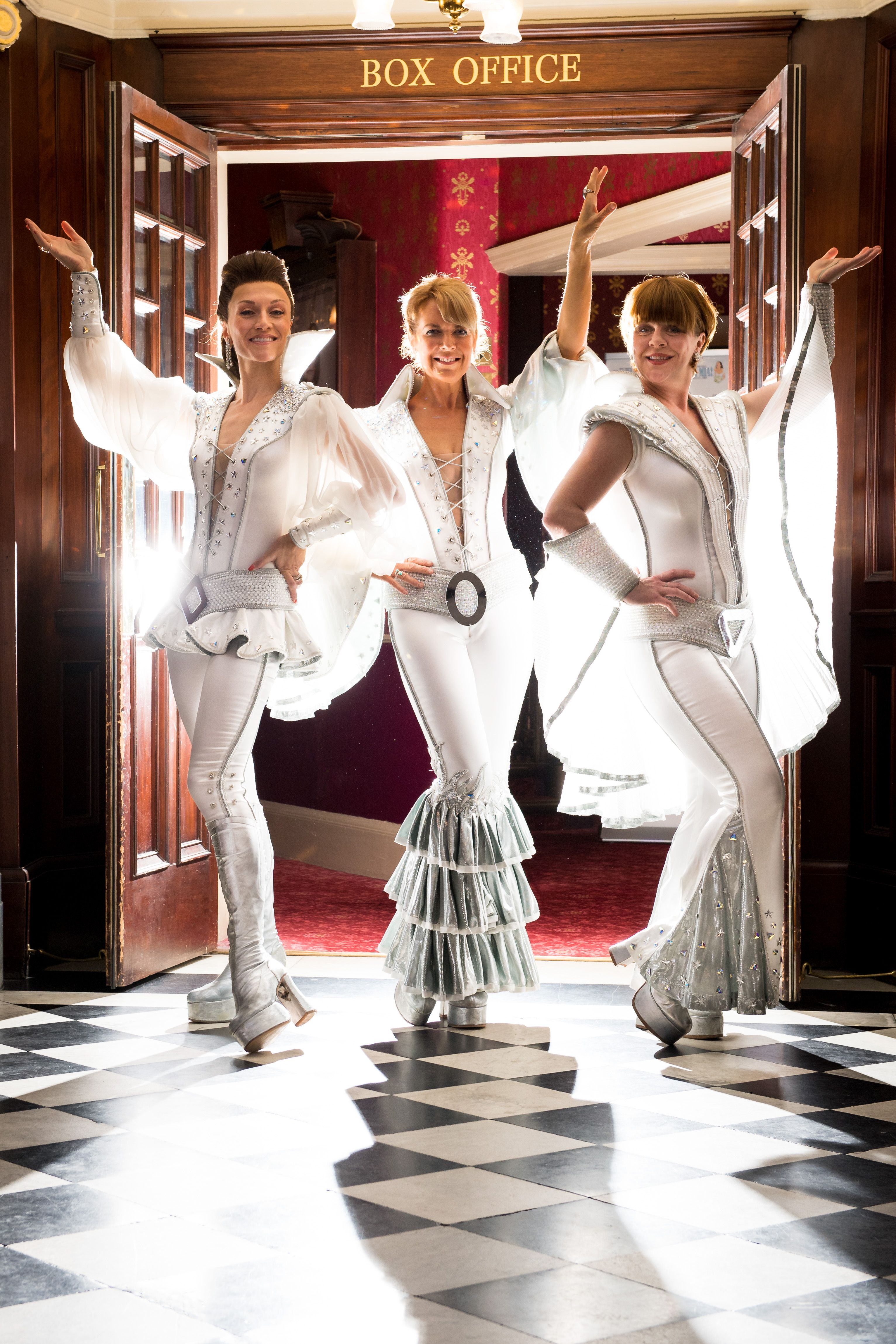 We Abba Solutely This Pic Of The Mamma Mia Uk Tour Dynamos At