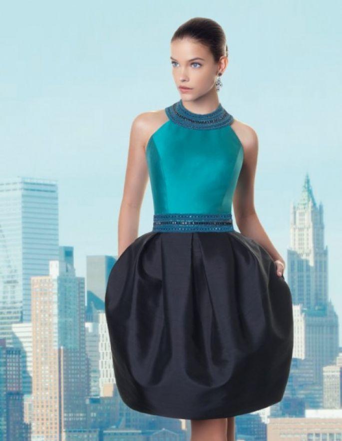 e28867601 vestido de fiesta corto con corpiño en color verde esmeralda y falda en  tono azul marino - Foto Rosa Clará