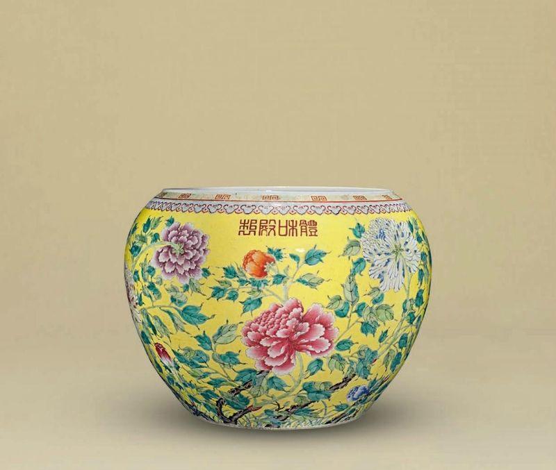 A massivefamille roseyellow-ground jardinière, Guangxu period (1875-1908)