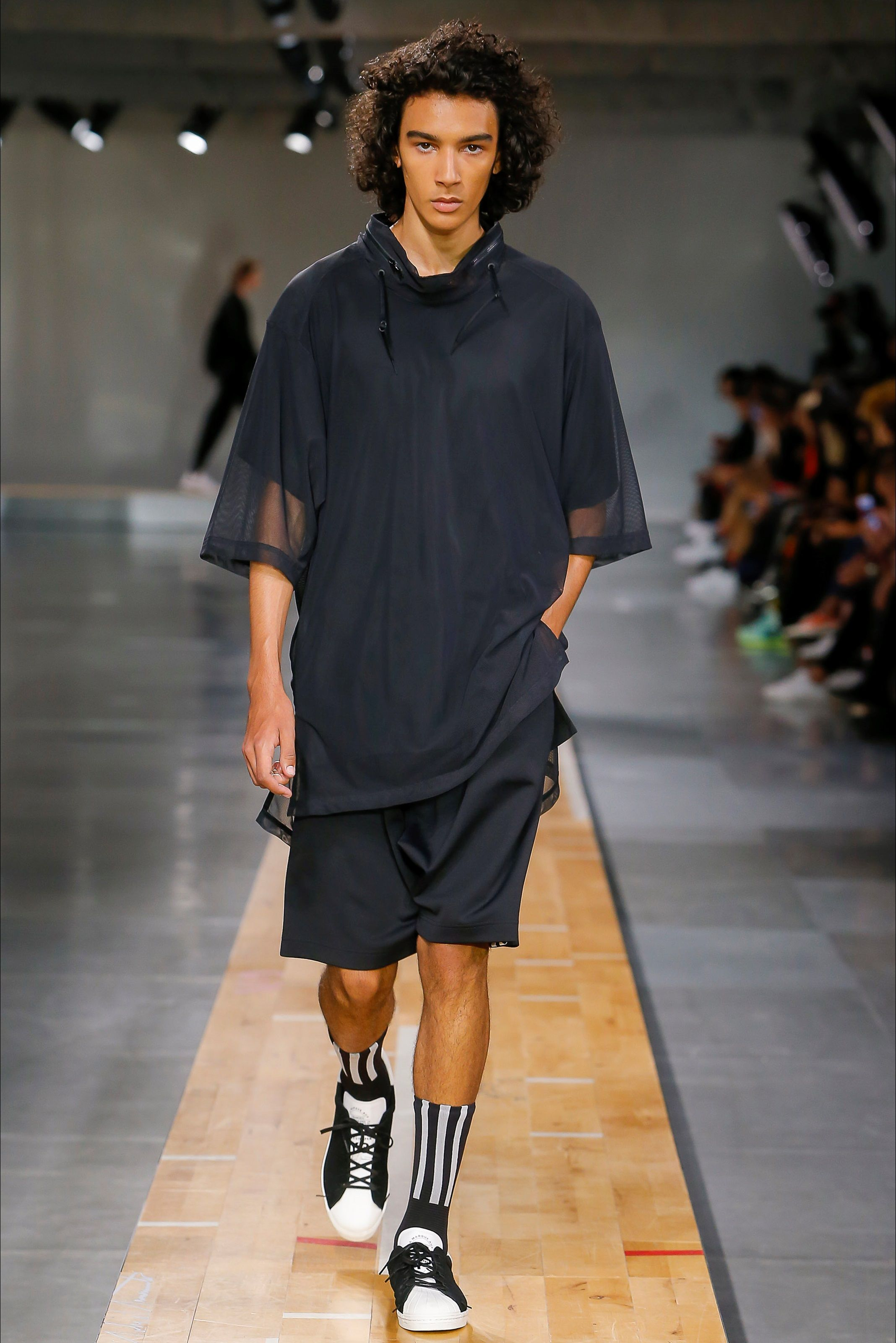 the latest 9c69c 5ea9d ... Yohji Yamamoto and adidas. Sfilata Moda Uomo Y-3 Parigi - Primavera  Estate 2018 - Vogue