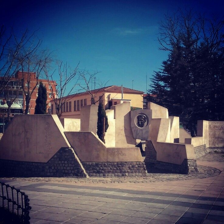 Monumento a García Lorca en Villa de Vallecas | Contando