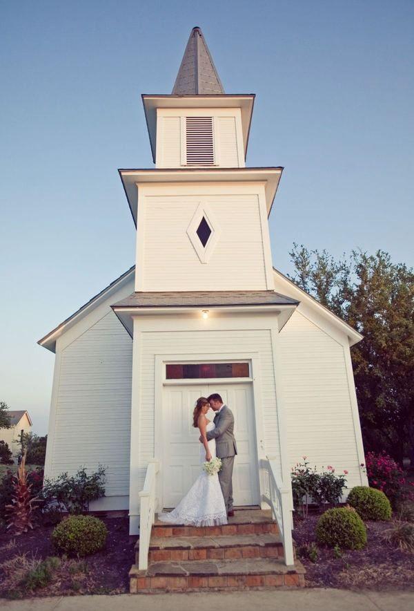 Small Wedding Venues Near Me: Star Hill Ranch Wedding By Nostalgia Film + The Nichols