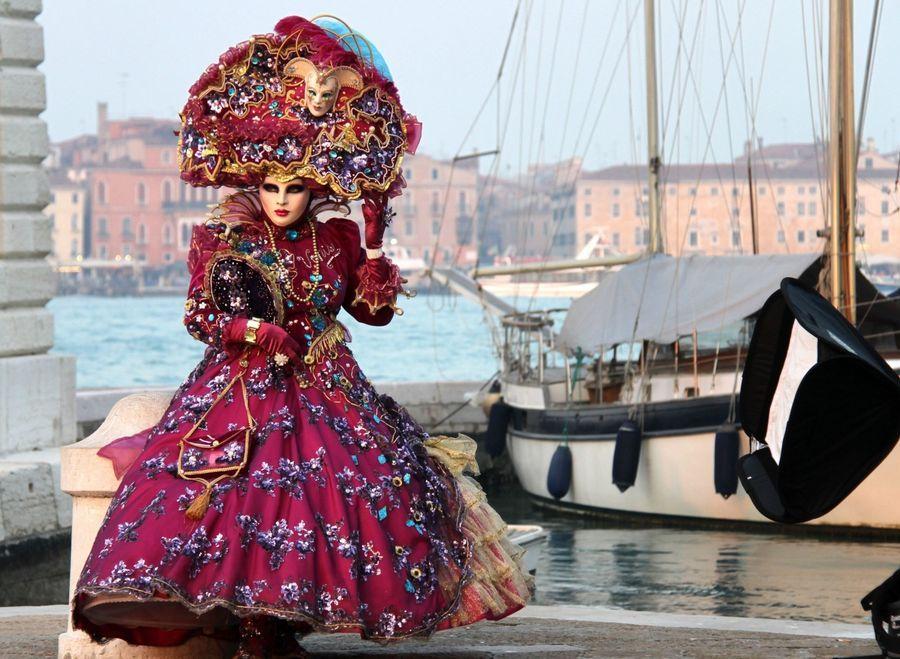 Венецианский карнавал - 2014 открылся парадом гондол