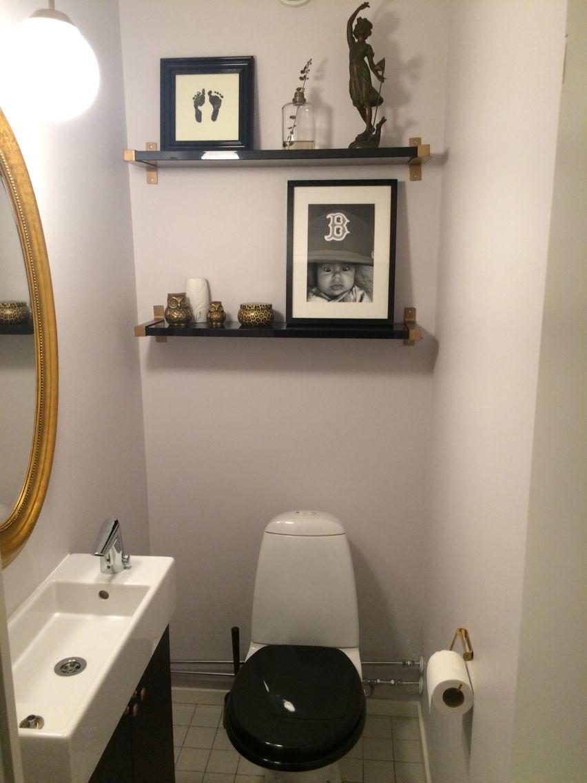 Före efter gästtoalett med enkla knep Hyllor, kommod, spegel, belysning från Ikea