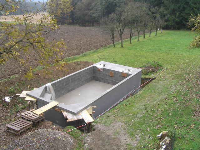 Above ground concrete pool google search home - Building a swimming pool yourself ...