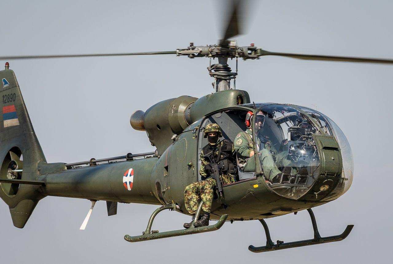 Pripadnik Specijalne Brigade Zadatak Pruzanje Vatrene Podrske Iz Vazduha Foto Dragan Trifunovic Fighter Jets Helicopter War Machine