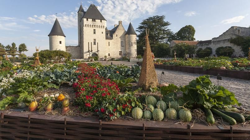 Vue d'ensemble du potager de Gargantua, créé par Patricia Laigneau dans l'enceinte du château du Rivau (Indre-et-Loire).
