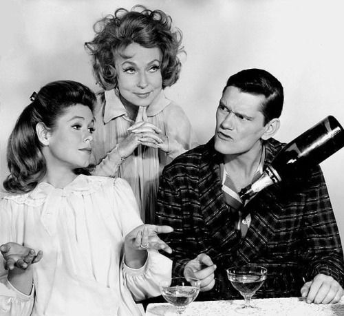 Elizabeth Montgomery, Agnes Moorehead and Dick York in 'Bewitched', 1965.