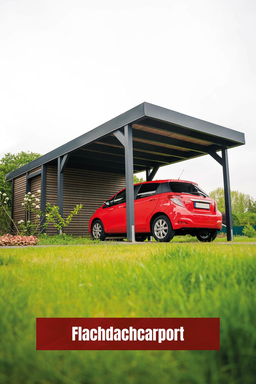 Schönes Carport mit hinterem Geräteraum. Das flache Dach