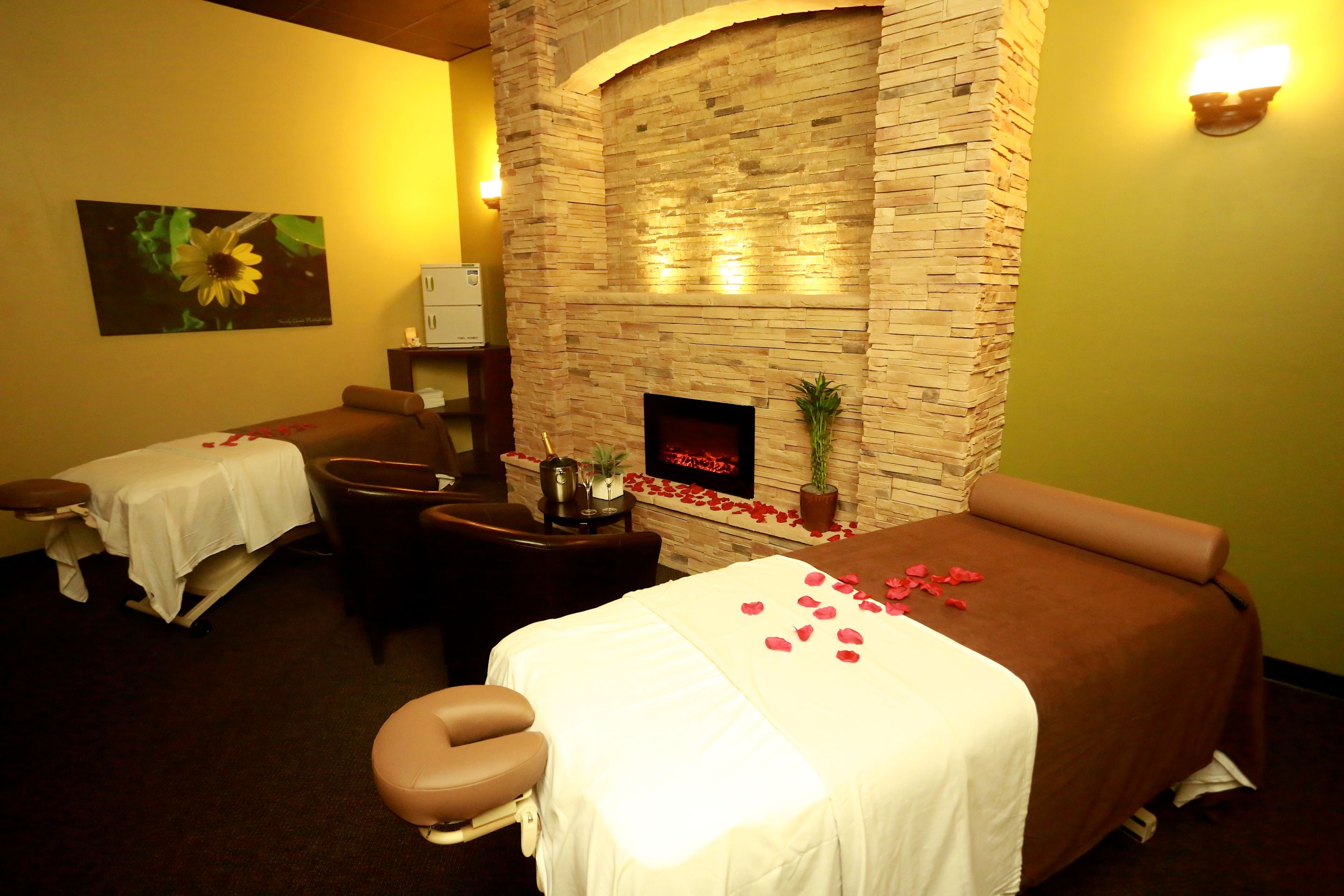 couples massage room at the davie location of massage green spa rh pinterest com green massage naperville green massage naperville