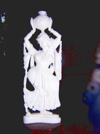 Estatuilla de marfil de India - Decoración Árabe  http://www.decoracion-arabe.es/proddetail.asp?prod=diosa-india-antiguedades