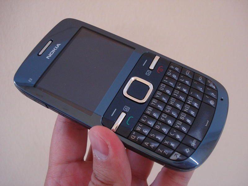 جوال نوكيا يتسبب في وفاة فتاة بسبب انفجاره في وجهها Nokia Blackberry Phone Feature Phone