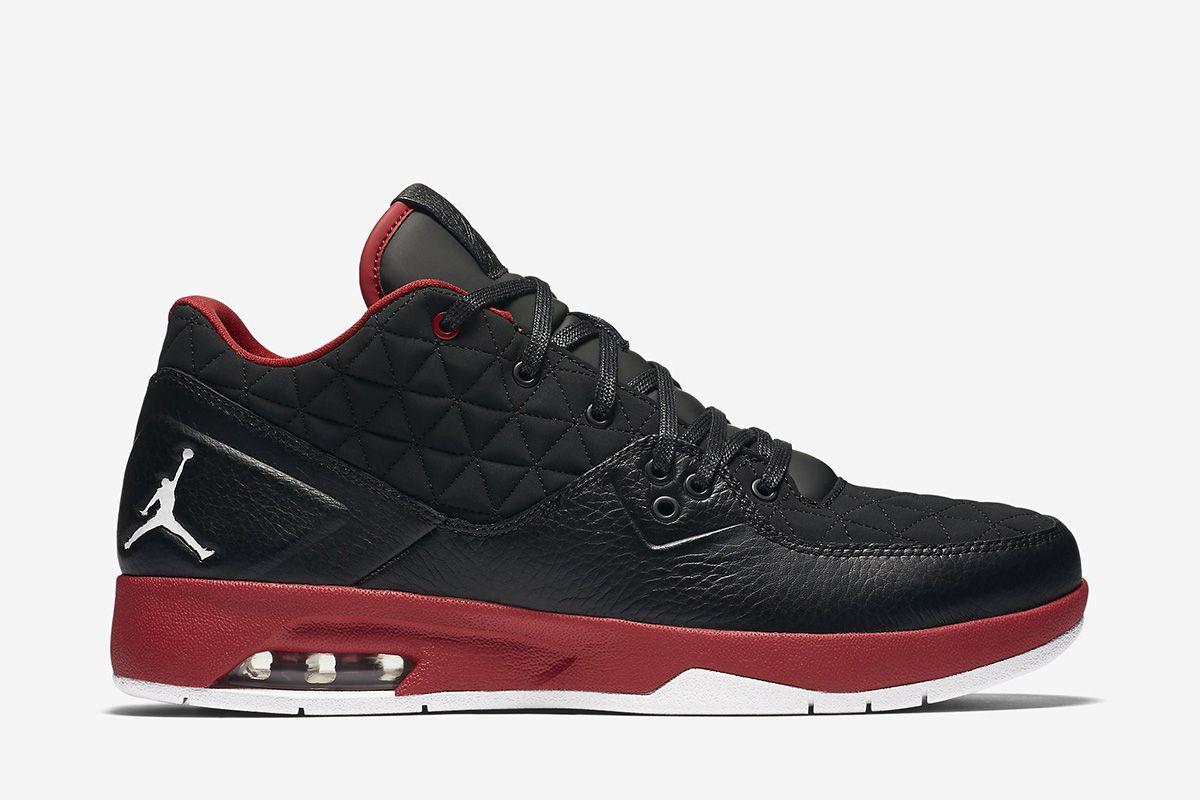 d8987cfc46a Jordan Clutch Men s Shoe  Black Gym Red White