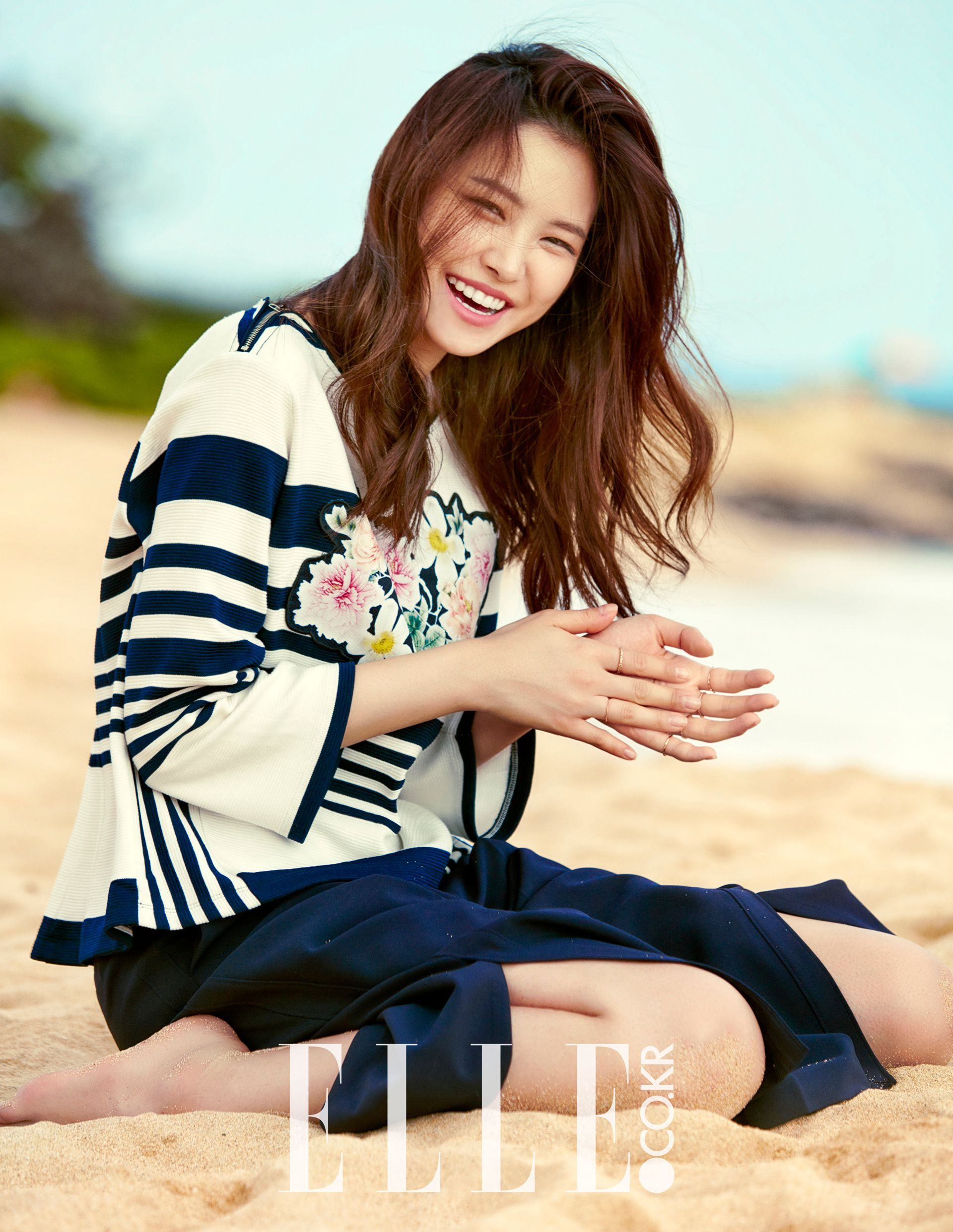 Apink's+Naeun+Takes+Part+in+Photoshoot+in+Hawaii+For+'ELLE'+Magazine+(March+2016)