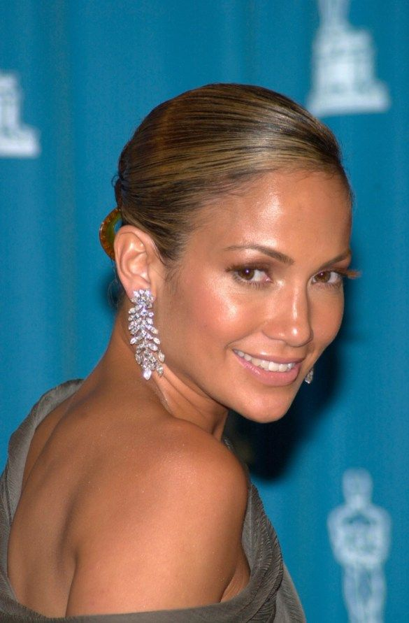 Jennifer Lopez S Hair Through The Years From Brunette To Blonde Jennifer Lopez Hair Jennifer Lopez Makeup Brunette To Blonde