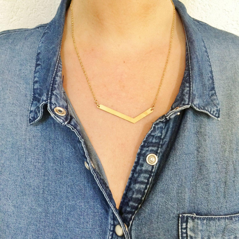 Collier géométrique minimaliste doré avec chaînette en acier ... - Bijoux Moderne
