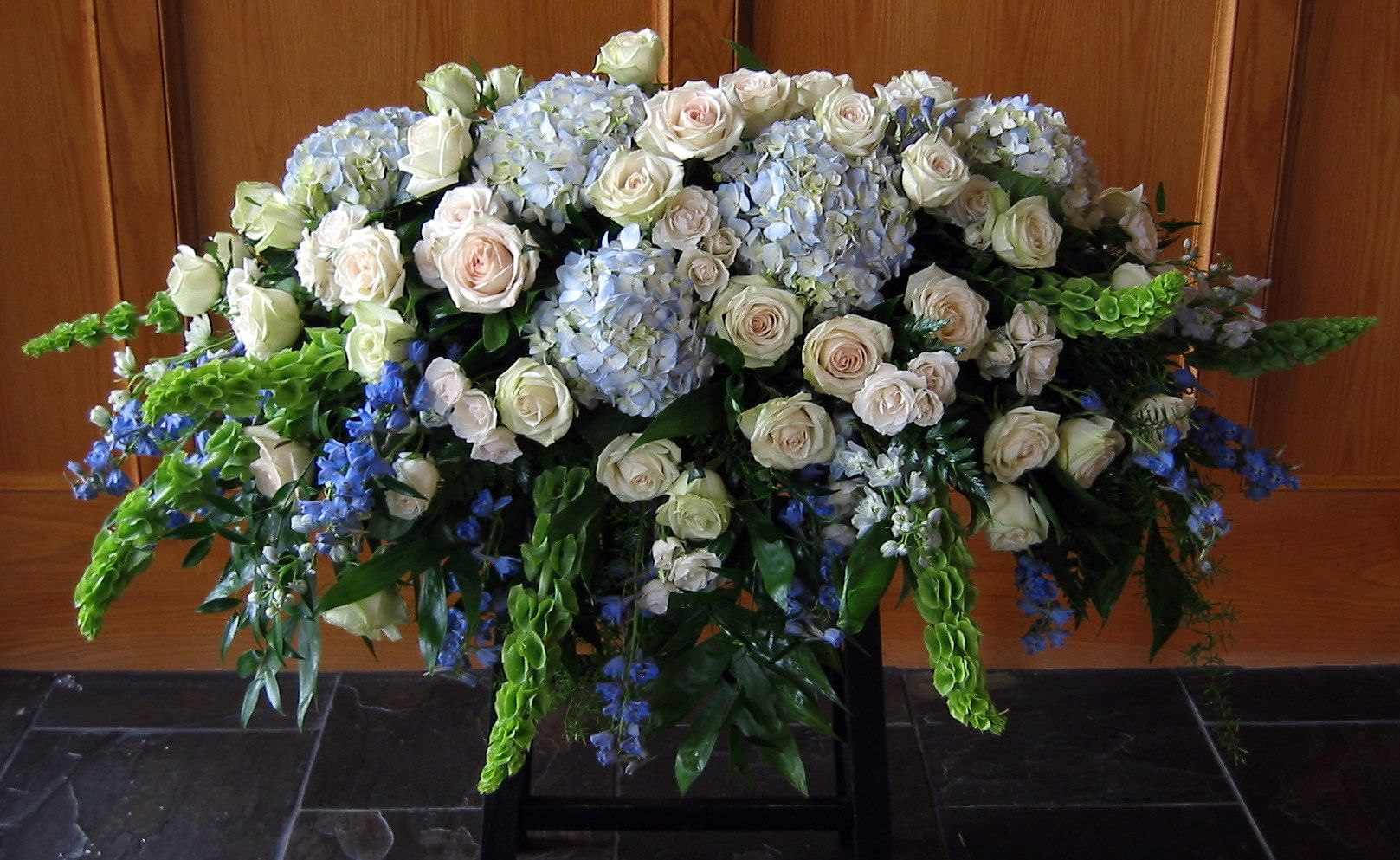Gallery Detail View Funeral Flowers Funeral Flower Arrangements Casket Flowers