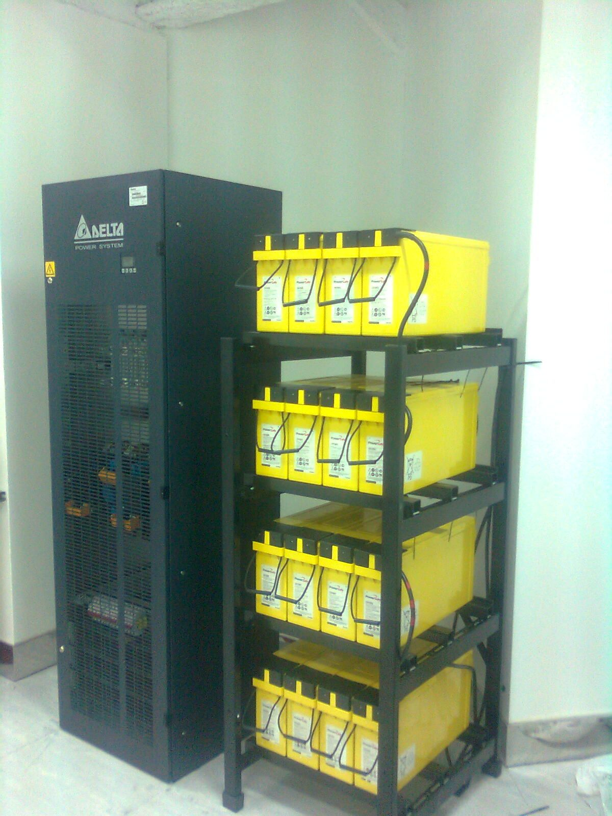 Telecom Rectifier From Delta Energy Systems With Front Terminal Batteries From Enersys For A 48vd In 2020 Locker Storage Uninterruptible Power Supplies Power Source