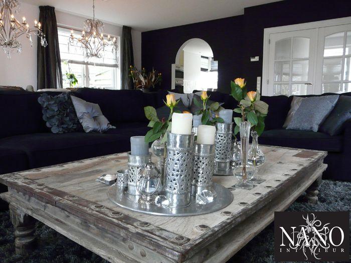 De decoratie items op deze unieke salontafel staan sfeervol in deze ...