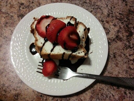 angel food cake with strawberries and chocolate sauce