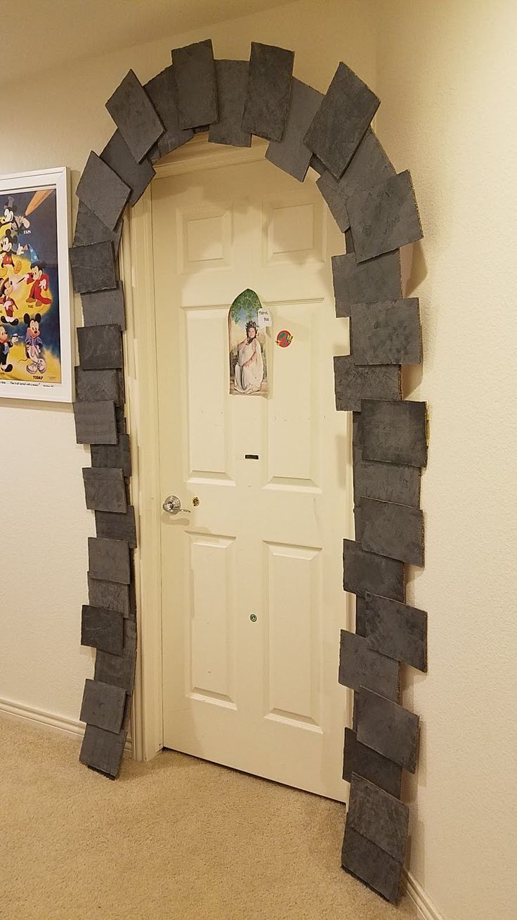 Harry Potter Party DIY decor: Dormitory entrance | Parties ...