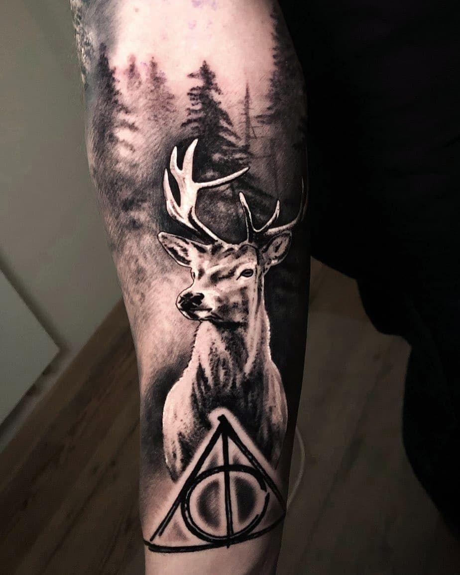 Was für ein schönes Piece von @k.lewandowski.tattoo 😍  Lass deine Liebe zur Natur raus! 🌿  #naturetattoo #deertattoo #münsterliebe #münster4life #blackandgrey #tattoolife #realistic #tattoo #tattooartist #realistictattoo #besttattoos #inklife #inklove #tattoolove #inkjunkeyz #realisticink #tattooinspiration #tattooartistmagazine #skinartmag #artfaktorsms #tattoostudio #münster #germany