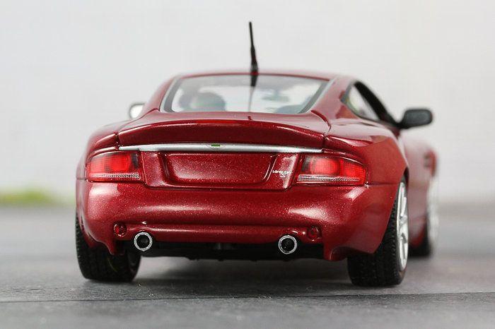 Aston Martin Vanquish S, Minichamps, 1:43