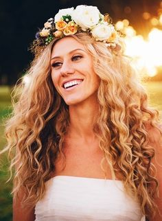 Flower Crown Curly Hair In 2019 Curly Bridal Hair Wedding