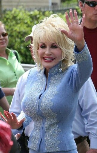 Waving Happily In 2019  Dolly Parton, Dolly Parton Pics -9130