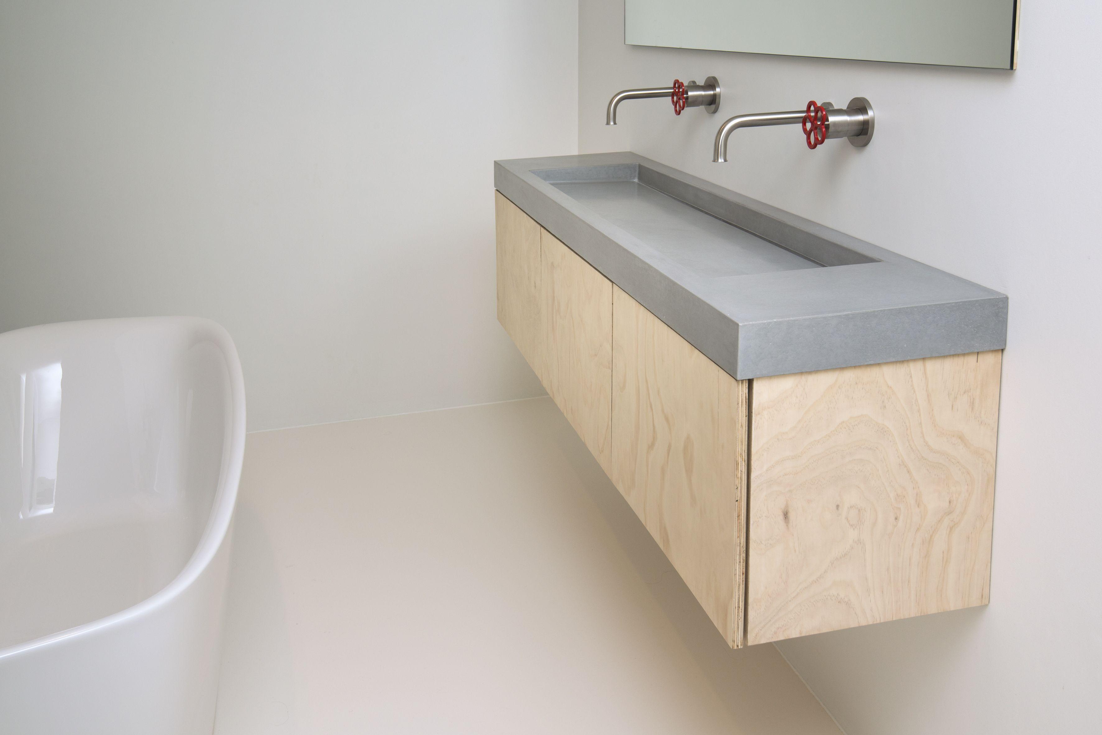 Badkamer Onderkast Hout : Badkamer betonnen wasbak met houten onderkast bathing places