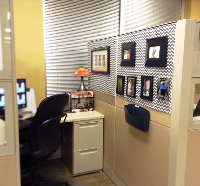 Brilliant Office Cubicle With Photographs And Table Lamp