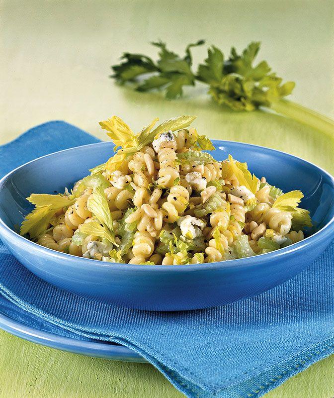 Fusilli con sedano, pinoli e gorgonzola - Cucina Naturale