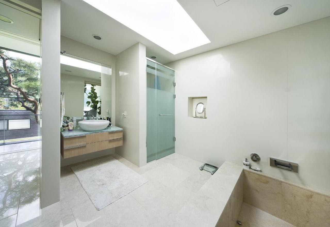 Luxury homes interior bathrooms - Floating House Beautiful Bathroom Interiors In Luxury