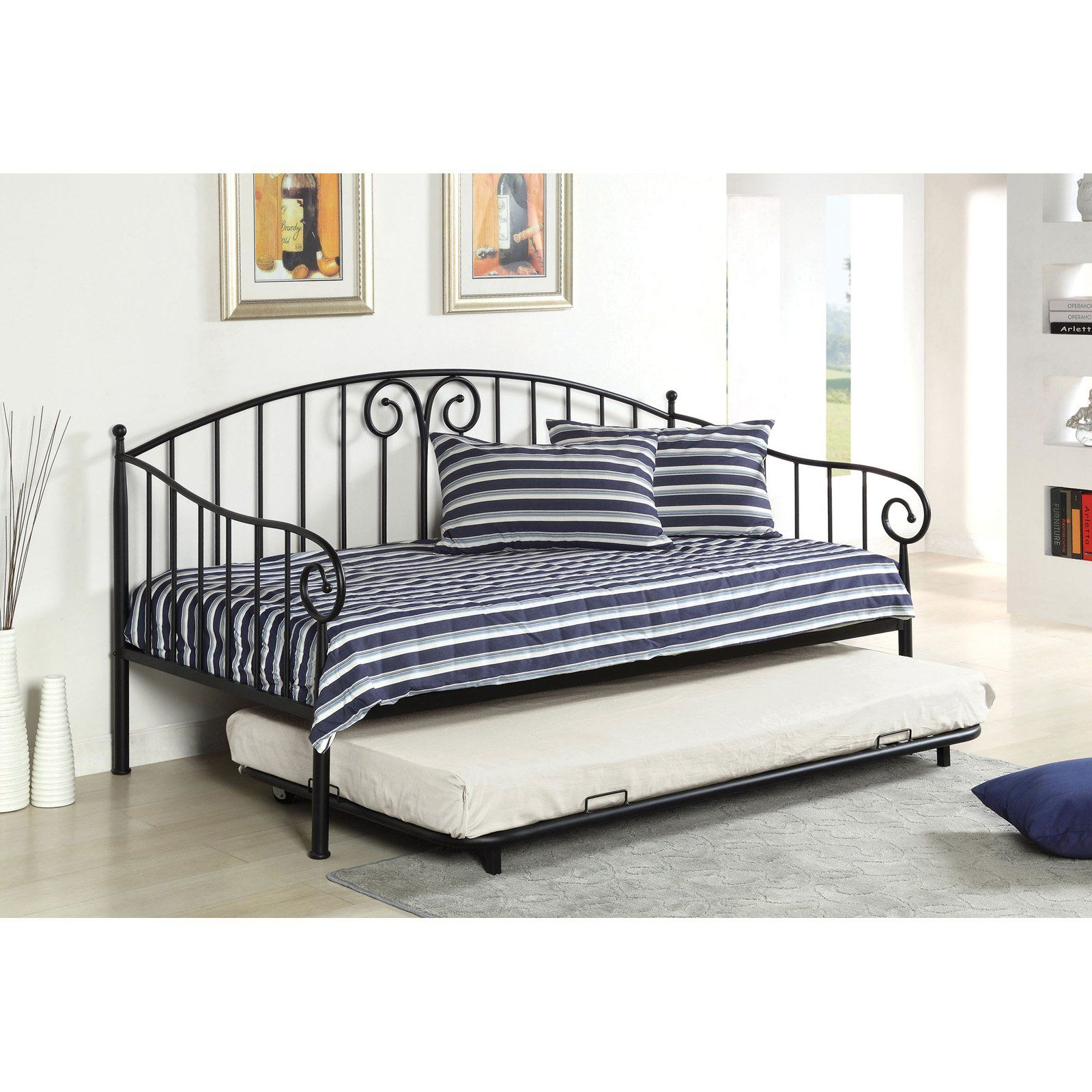 Representation of How to Transform Small Interior with Day Bed with