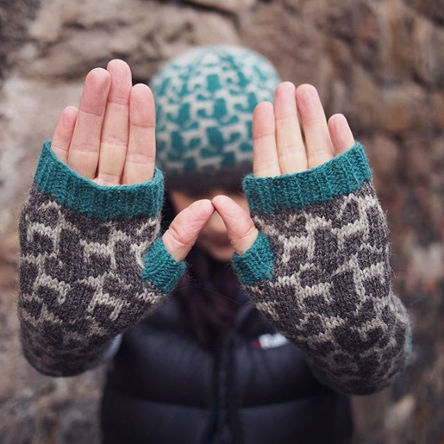 More about my goat patterns over on my blog today. @knitmel made hers in #buachaille shades haar, squall, and islay.