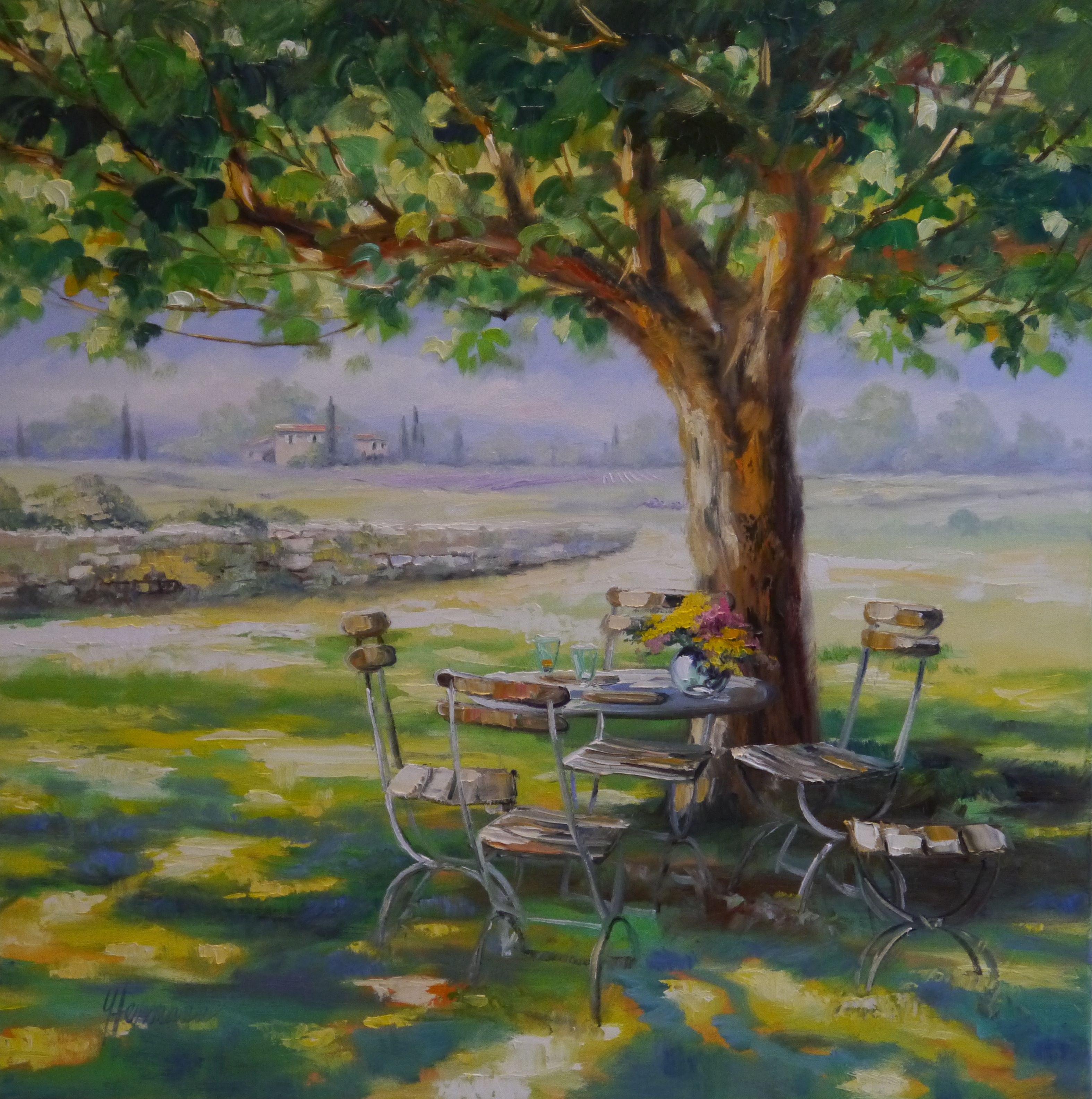 Ein gemütlicher Sitzplatz unter einem großen Baum der Schatten ...