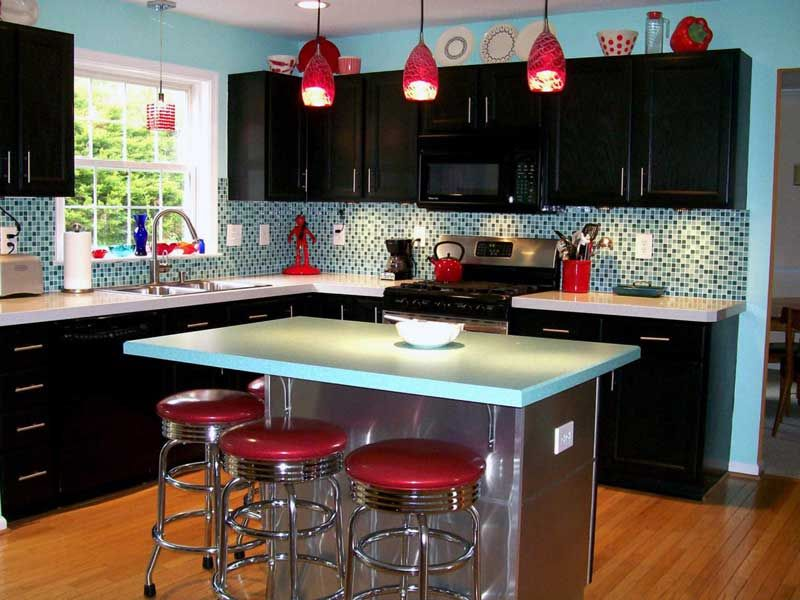 Red Pendant Lights And Red Stools Ideas For Small Kitchen Decorating
