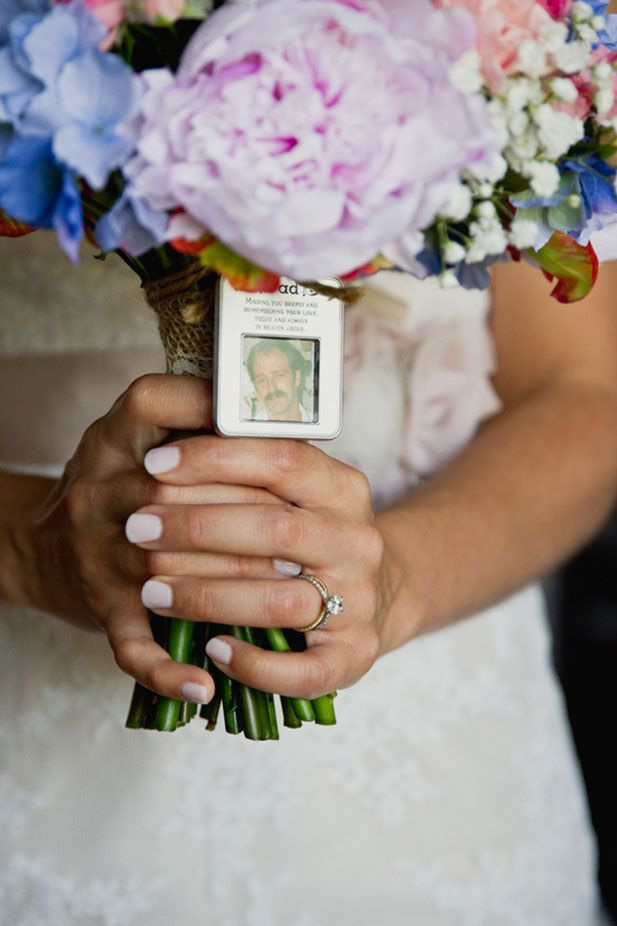 Such a sentimental idea! The bride's bouquet features a locket to remember her father.