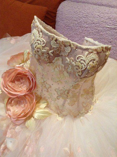 Цветы на платье бисером